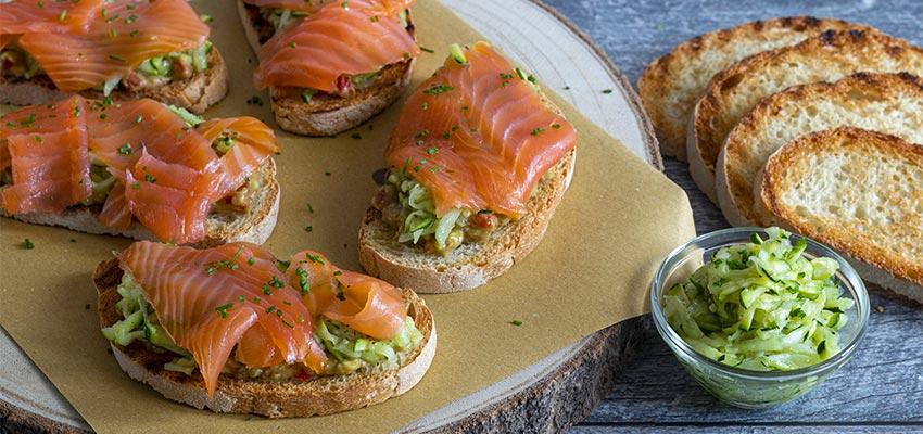 Ricetta Salmone Norvegese Affumicato.Bruschetta Fantasia In Verde Con Salmone Norvegese Affumicato