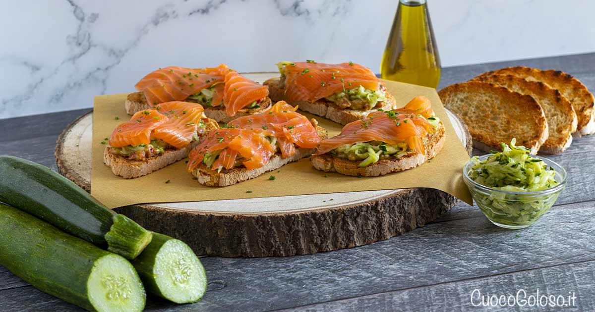 Bruschetta Fantasia in Verde con Salmone Norvegese Affumicato
