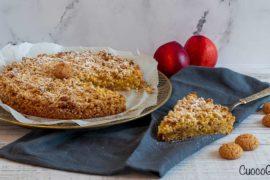Torta Sbriciolata con Pesche e Amaretti