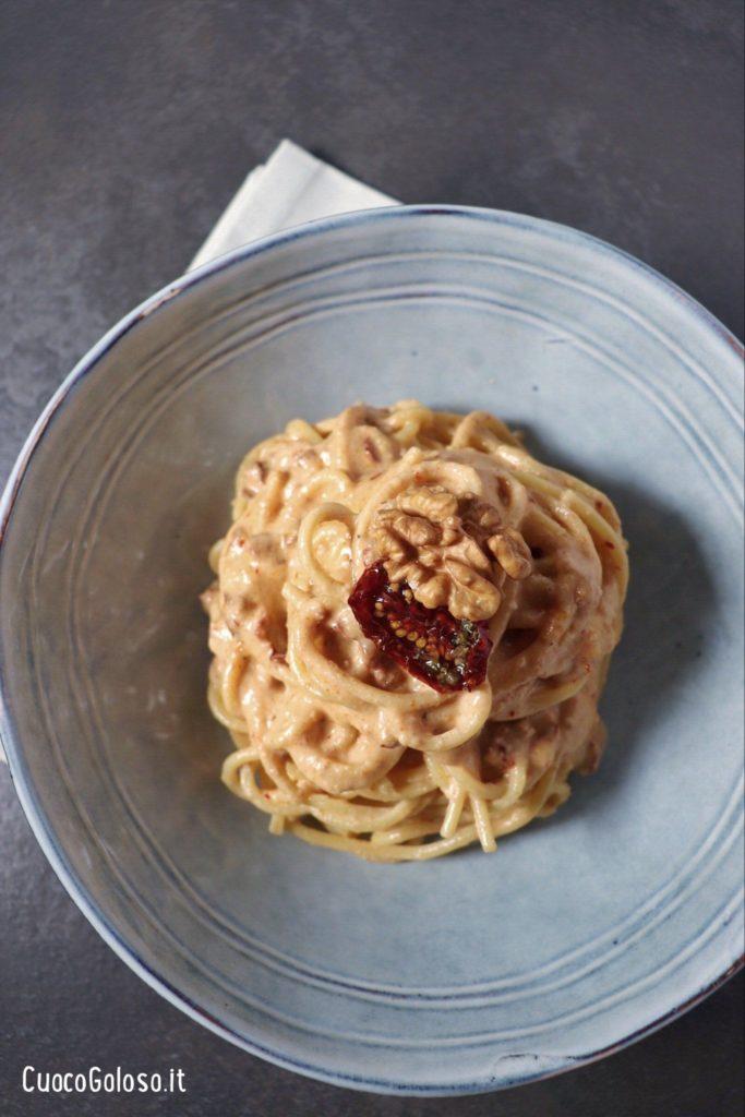 904E2C85-A58A-4CF8-9DA9-4B5D0CB87634-683x1024 Spaghetti con pesto di Noci e Pomodori Secchi