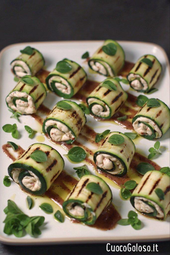 F5B3EBE8-1E16-4CAE-B423-8BCD1F8F693B-683x1024 Involtini di Zucchine con Robiola, Pomodori Secci e Origano Fresco con Salsa ai Mirtilli