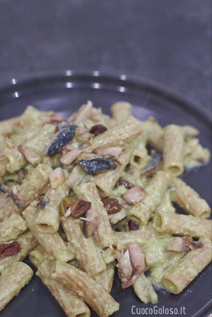 D2FF7737-D049-46A9-BF1B-76D931D6E262-683x1024 Maccheroni Integrali con Pesto di Fave, Sgombro e Olive Taggiasche