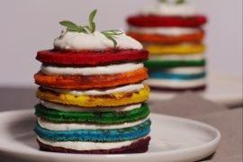 Rainbow Pancakes Salati con Crema di Formaggio Caprino e Limone