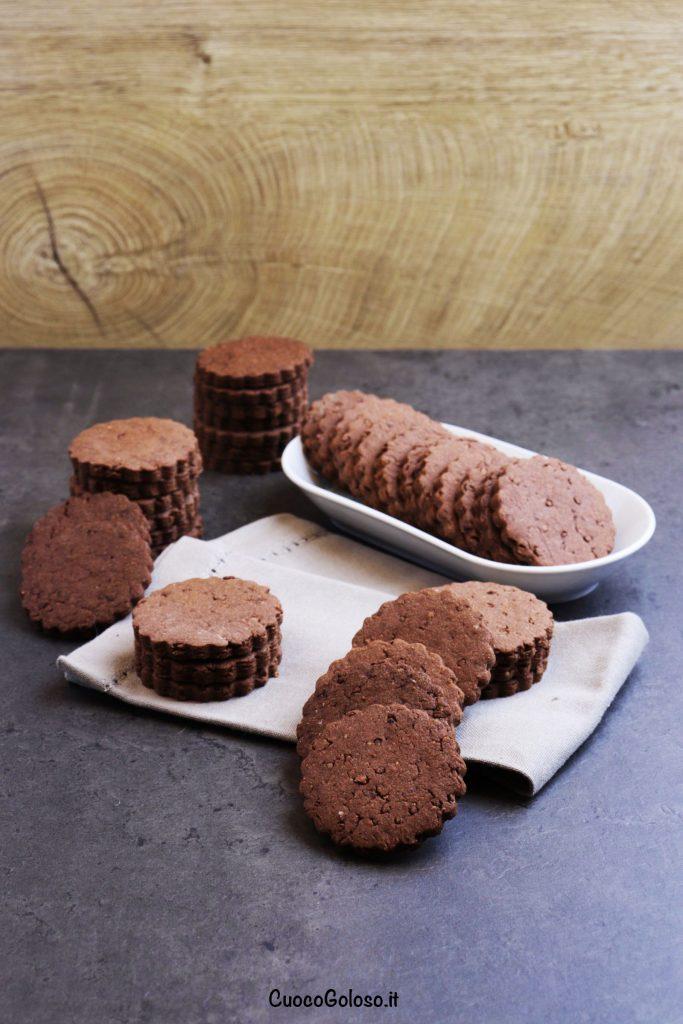 IMG_1784-683x1024 Biscotti al Cacao con Granella caramellata di Fave di Cacao