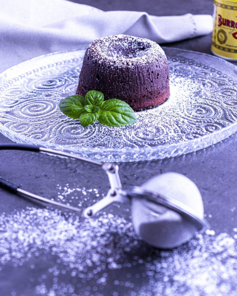 IMG_1429-scaled-819x1024 Tortino al Cioccolato dal Cuore Morbido al Mango e Cioccolato Bianco