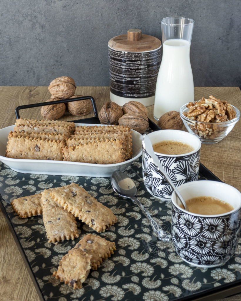 IMG_1950-scaled-820x1024 Biscotti Rustici con Farina di Farro, Noci e Gocce di Cioccolato