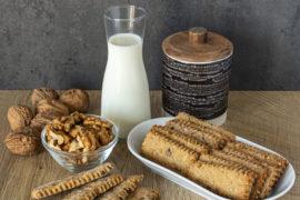 Biscotti Rustici con Farina di Farro, Noci e Gocce di Cioccolato