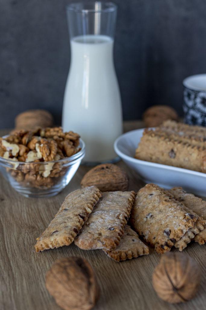 IMG_1963-scaled-683x1024 Biscotti Rustici con Farina di Farro, Noci e Gocce di Cioccolato