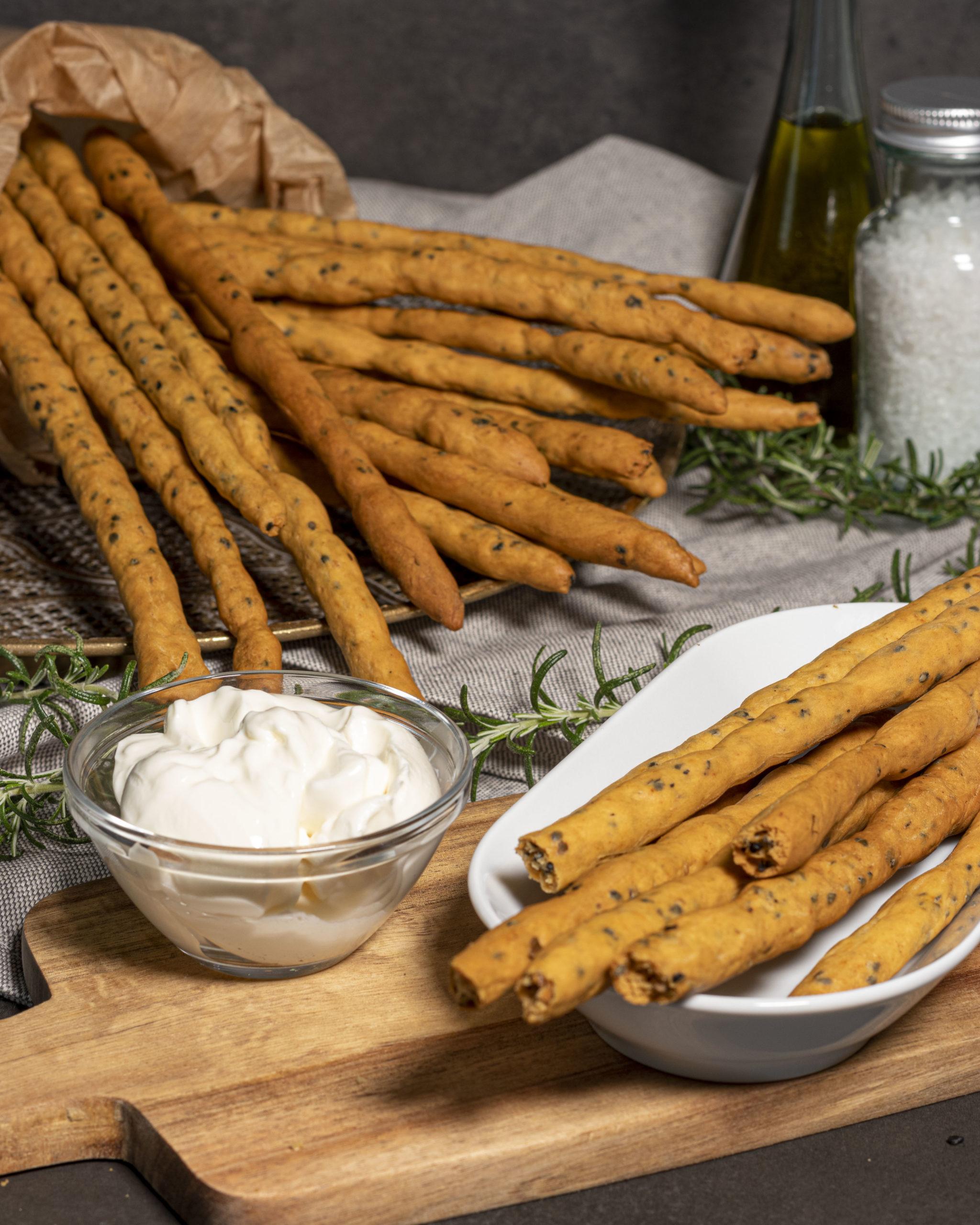 Ricetta Grissini Con Semi Di Zucca.Grissini Croccantissimi Con Semi Di Zucca Sesamo Nero E Paprika Affumicata