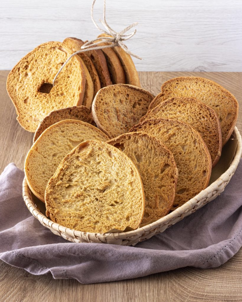 IMG_5025-819x1024 Frise, Friselle, Spaccatelle... tanti modi di chiamare un pane della nostra tradizione