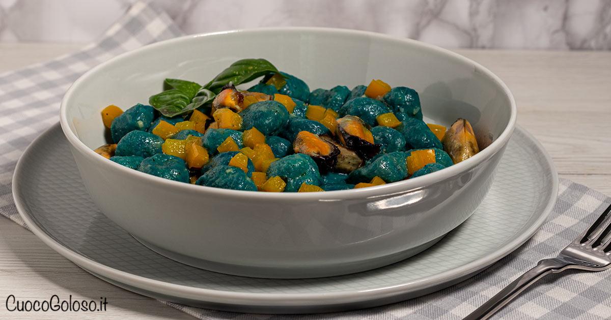 Gnocchi di Robiola e Spirulina Blu con Cozze e Peperoni Gialli